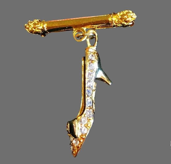 Crystal shoe dangling brooch