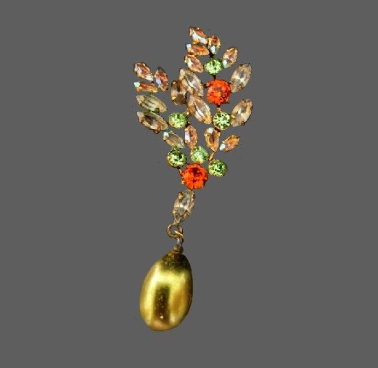 Dangling crystal brooch of floral motif. 1950s