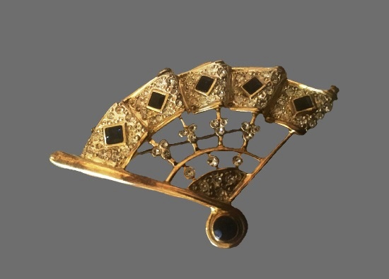 Fan brooch. Gold plated, rhinestones