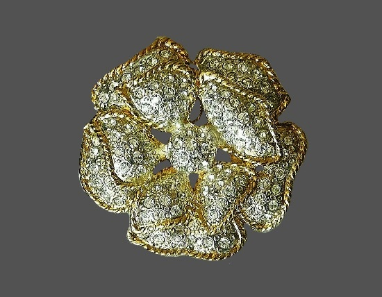 Flower brooch. Gold tone, clear rhinestones