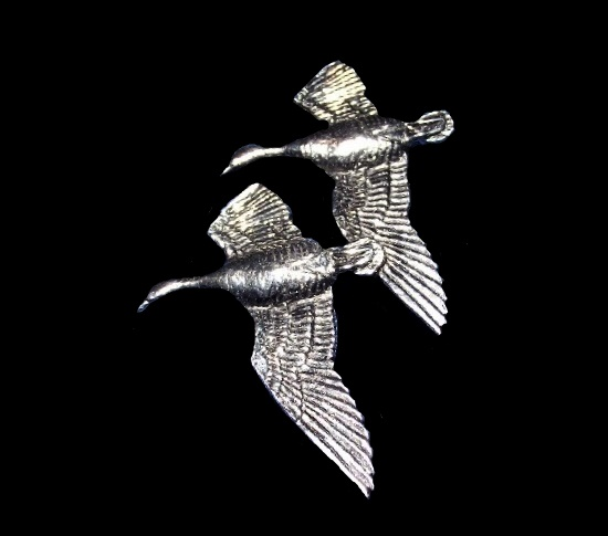 Flying couple of geese brooch