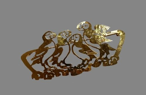 Four Parrots gold plated pin