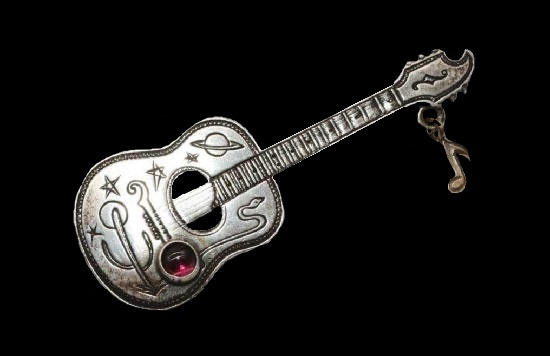 Guitar brooch. Sterling silver, 14 K gold plated, amethyst