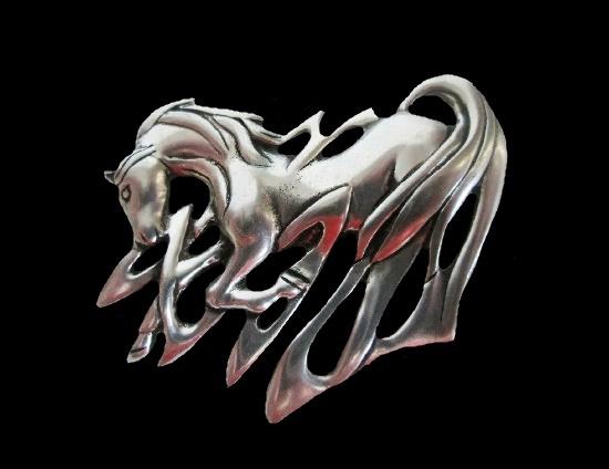 Horse design brooch