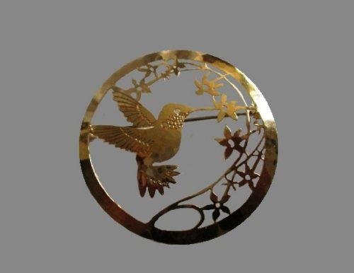 Humming bird pin. Gold plated