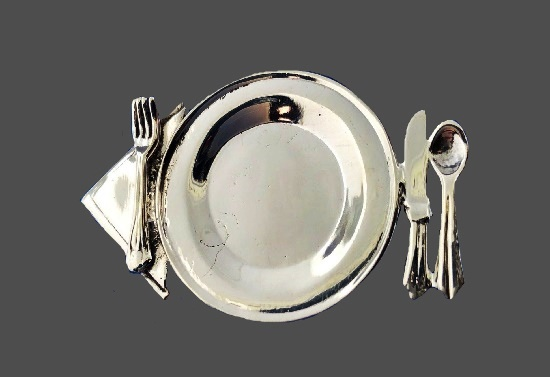 Knife, spoon, fork, napkin, plate, dinner set brooch