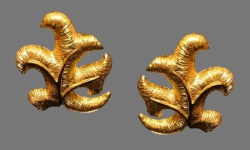 Leaf design gold tone clip on earrings