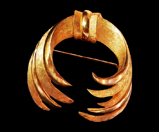 Modernist design swag brooch of gold tone. 1960s PIM