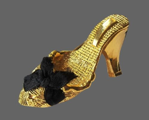 Shoe with bow vintage brooch. 6.5 cm. 1990s