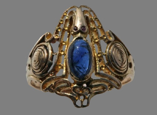 Octopus ring. Gold Sapphire Ruby. 1904