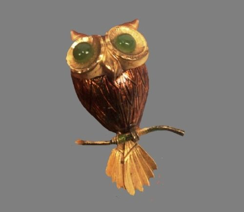 Owl brooch. 12 K gold filled, green glass cabochons