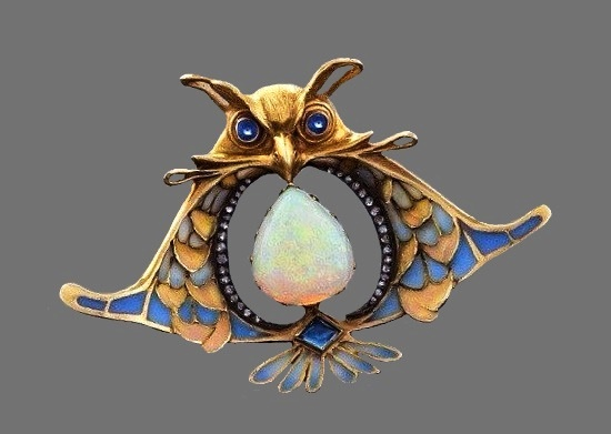 Owl brooch. Gold, sapphire, opals. Early XX century, France