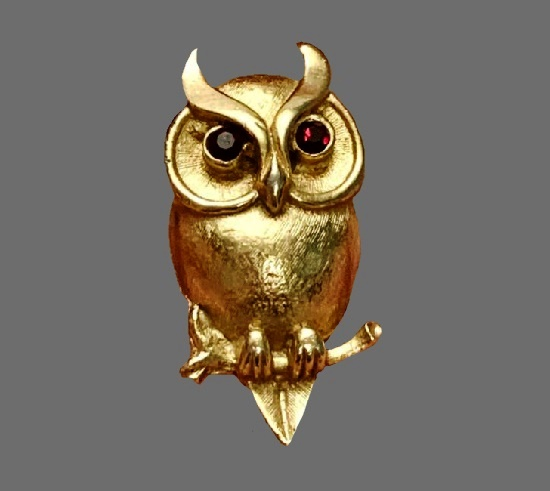 Owl vintage brooch. Gold plated, rhinestones