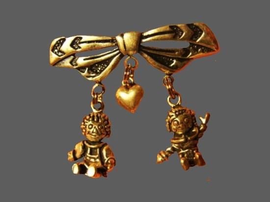 Raggedy Ann & Andy Dangle Pin. Gold tone metal alloy, rhinestones