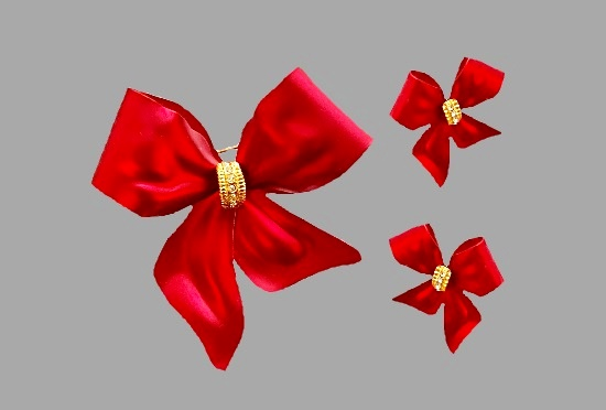 Red Ribbon brooch and pierced earrings. Gold tone metal, rhinestones, matte satin finish