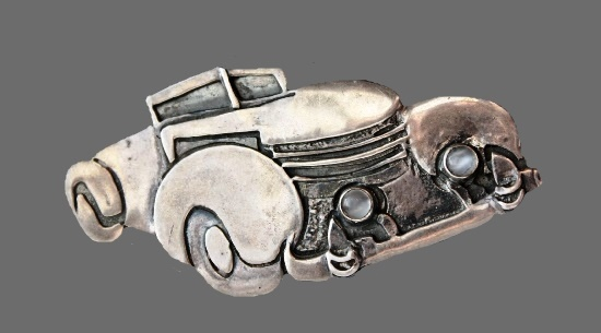 Retro automobile brooch pin. Silver tone metal, silver plated, moostone. 6 cm. 6 cm. 1980s
