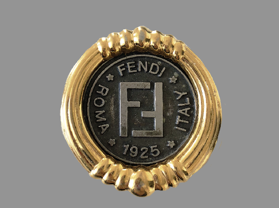 Roma Fendi Italy 1925 signed on the front round shaped vintage brooch of gold tone