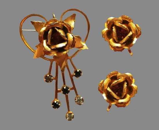 Rose flower earrings and brooch. Pink rhinestones, gol tone