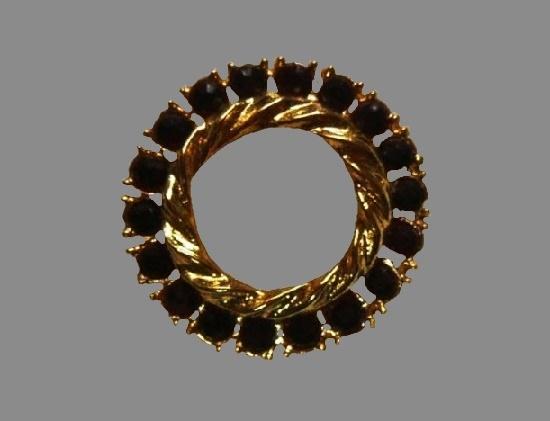 Ruby red rhinestone gold tone wreath brooch