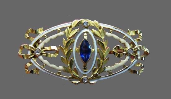 Sapphire brooch. 18 K gold, diamonds