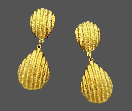 Seashell dangle clip on earrings