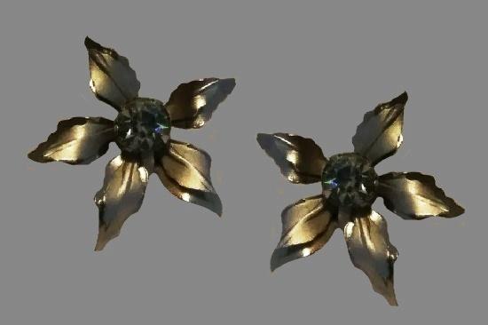 Silver Flower screw back earrings with rhinestone