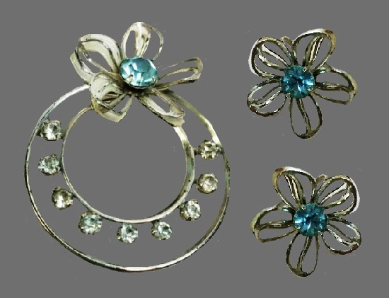 Silver tone floral design brooch and earrings