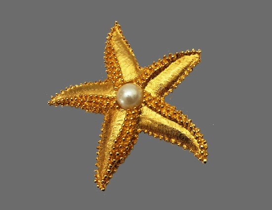 Starfish gold tone faux pearl brooch