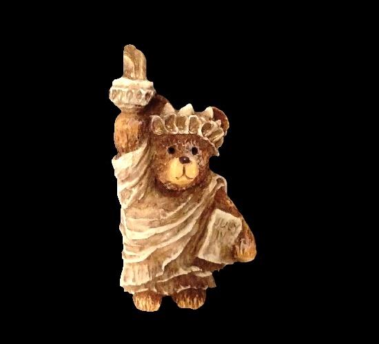 Statue of Liberty Resin Bear Brooch. 1986