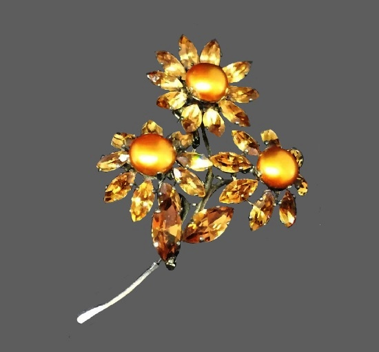 Sunflower brooch. Metal alloy, rhodium plated, yellow faux pearls, citrine crystals