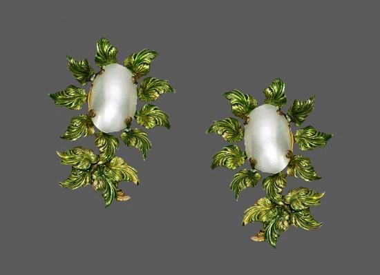 Sunflower earrings. Green Enamel, Pearl, gold tone alloy. 1950s