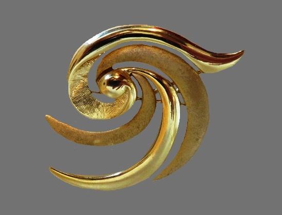 Swirl design gold tone brooch pin
