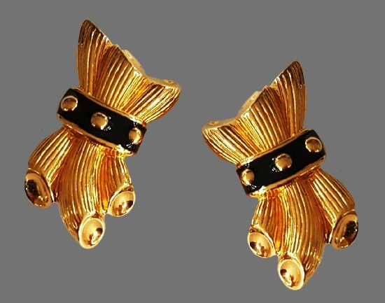 Tied wheat earrings. Gold tone textured metal, black enamel. Before 1980