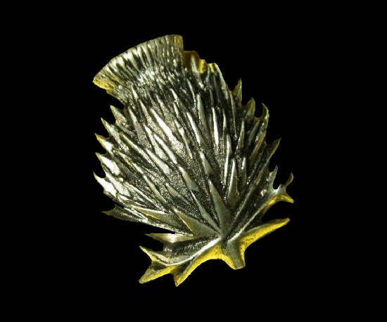 Traditional thistle design pin