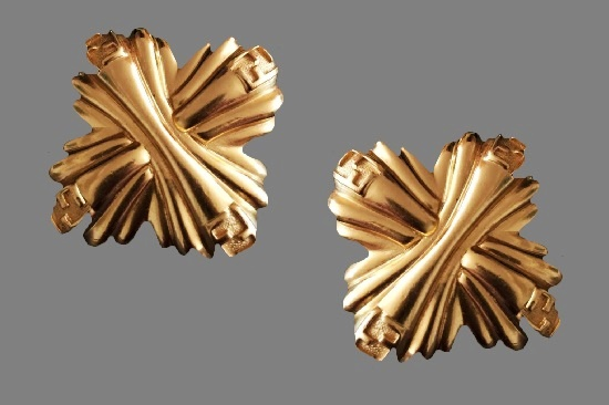 Vintage gold tone clips. 4.5 cm. 24 K gold filled, 1980s