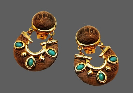 Western design dangle earrings. Gold tone metal, art glass, plastic