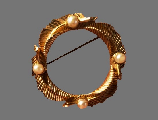 Wreath vintage brooch of gold tone textured metal, faux pearls