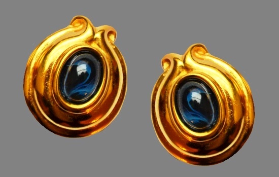 Yellow gold tone clips. Glass cabochons, gold tone alloy. 3.5 cm, 1980s