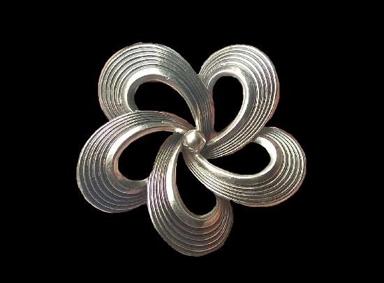 1970s silver flower brooch. 3.4 cm