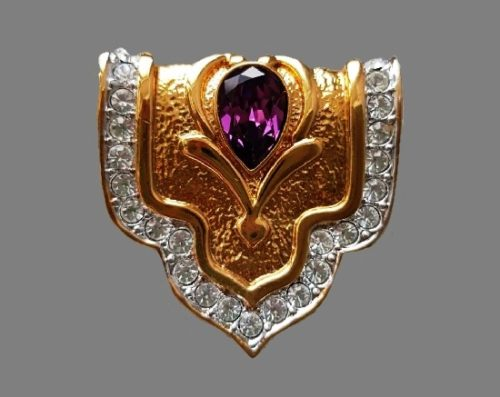 1980s heraldic brooch. Gold plated metal alloy, Swarovski crystals, faux sapphire. 4 cm