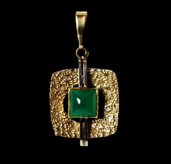 8 K gold agate pendant