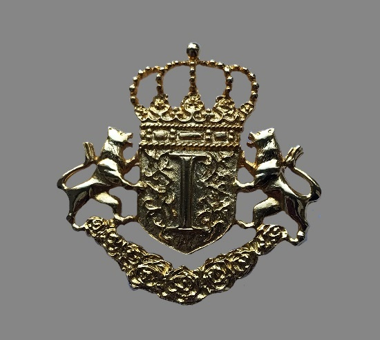 Coat Of Arms brooch. Gold plated metal alloy. 6 cm. 1980s