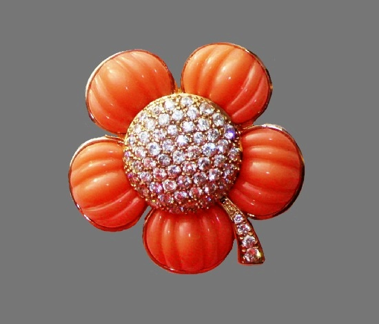 Coral flower brooch. 925 sterling silver, lucite, gold plated. 5 cm. 1990s