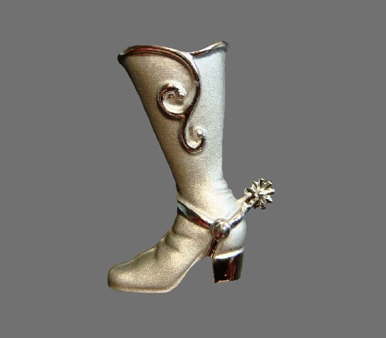 Cowboy boot pin of silver tone
