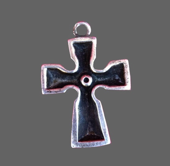Cross pendant. Sterling silver
