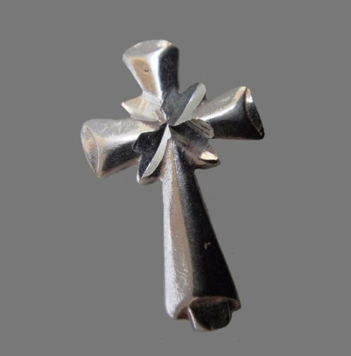 Cross pendant. Sterling silver