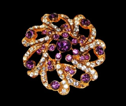 Crystal flower vintage brooch. Gold tone, pave rhinestones. 4 cm. 1950s