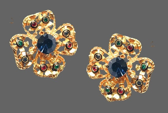 Dogwood flower vintage earrings. 24 K Gold plated metal alloy, rhinestones. 1990s