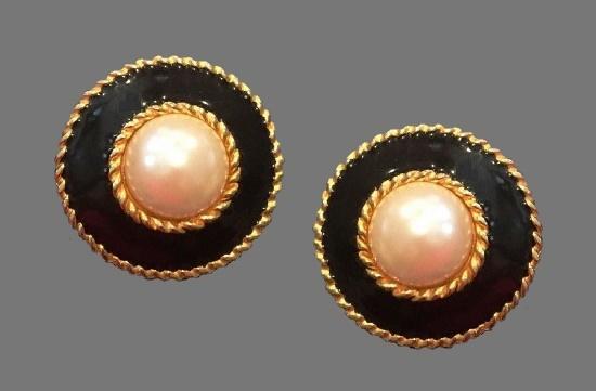 Faux pearl black enamel round shaped clip on earrings