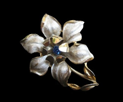 Flower brooch. Gold and silver tone metal alloy, mother-of-pearl. 6 cm. 1960s